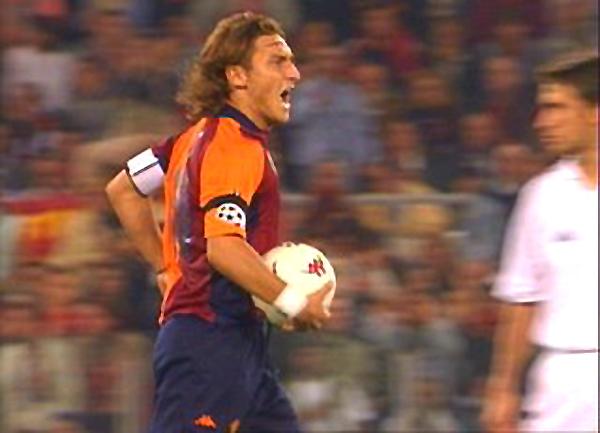 Roma perdió 1-2 ante Real Madrid en 2001, pero Totti mantuvo la racha de anotar en todas las ediciones de Champions en que participó (Foto: Rai Sport)