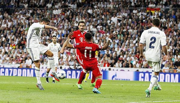 Cristiano Ronaldo marca el 2-2 en tiempo suplementario.  Sin embargo, estuvo en off side y Viktor Kassai no se percató. (Foto: diario AS)
