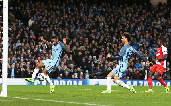 Manchester City logró una remontada heroica. El gol de Leroy Sané amplió la diferencia en Manchester. (Foto: AFP)