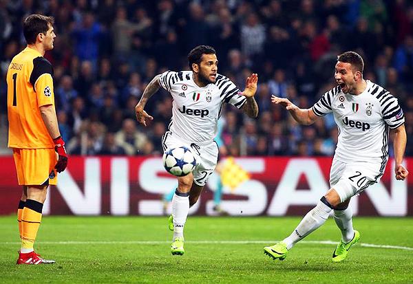 Juventus venció 0-2 ante Porto en Portugal y tiene pie y medio en cuartos de final. (Foto: EFE)