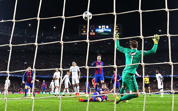 Sergi Roberto convierte el gol de la clasificación y la histórica remontada del Barcelona. (Foto: Reuters)