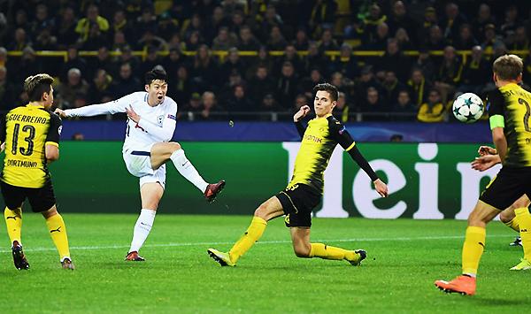 Son saca el derechazo para vencer la resistencia del Dortmund. (Foto: Reuters)