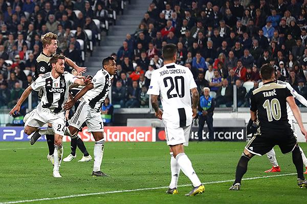 El salto de De Ligt acaba en el primer gol del Ajax. El cuadro holandés en todas las facetas. (Foto: UEFA)