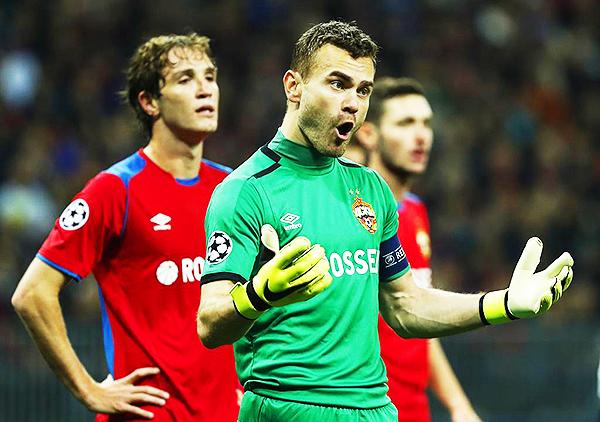 Igor Akinfeev y Mario Fernandes repitieron la historia: ver a un cuadro español derrotado. (Foto: AFP)