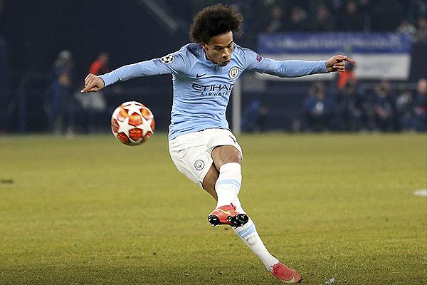 Sané le pega al balón y es un golazo. Un empate parcial que encaminaba a la hazaña del Manchester United. (Foto: UEFA)