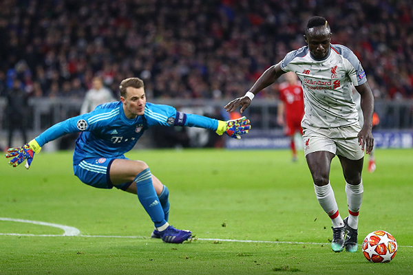 Mané se saca del camino a Neuer y define. (Foto: UEFA)