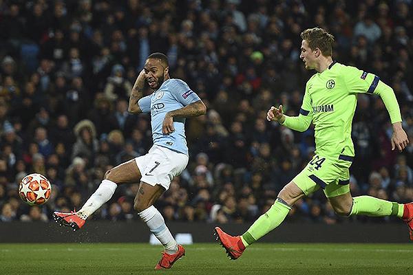 Sterling define en la goleada del Manchester City. (Foto: UEFA)