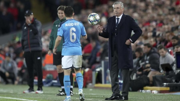 El Napoli de Ancelotti sacó de Anfield un punto valiosísimo para sostener su proyecto europeo. (Foto: diario La Stampa)