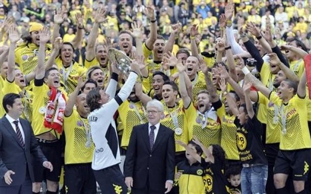 Tras nueve largas temporadas, Borussia Dortmund se adjudicó el título de la Bundesliga (Foto: AP)