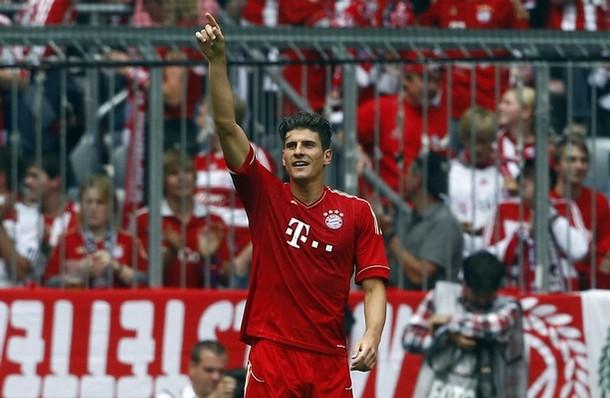 Mario Gomez se convirtió en el goleador de la temporada con 28 dianas. Acá, celebra su último gol, ante Stuttgart (Foto: Reuters)