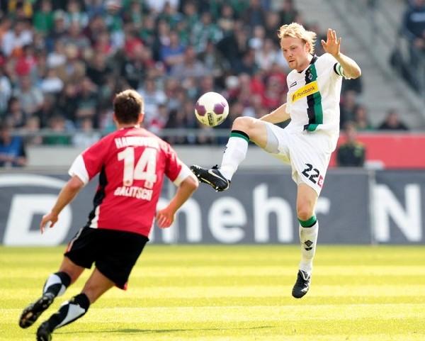 Si Hannover echa de menos a algunos de sus referentes de la temporada anterior, Borussia Monchengladbach aun no encuentra a la pieza que sustituya el mítico Oliver Neuville (Foto: AFP)