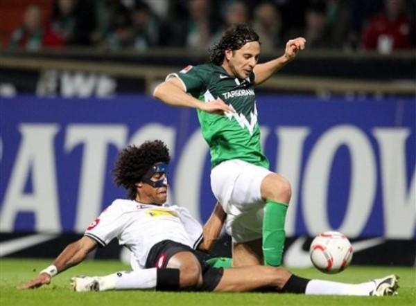 Las lesiones también impidieron que Claudio Pizarro demuestre toda su capacidad goleadora con la casaquilla del Werder Bremen. Su equipo está cerca de la zona del descenso (Foto: AP)