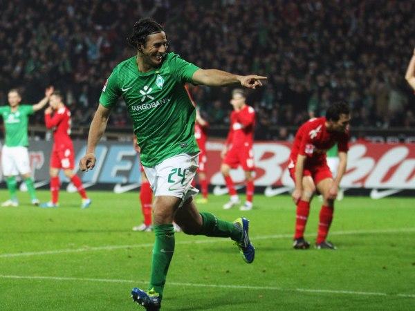 CON SABOR PERUANO. Con tres tantos de Claudio Pizarro, Werder Bremen se impuso 3-2 a Colonia. (Foto: AP)