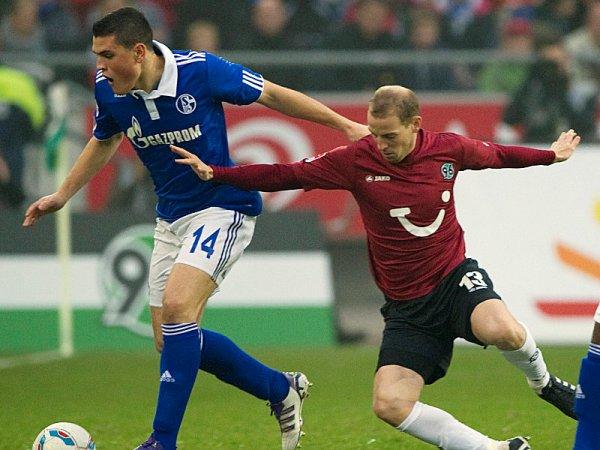REPARTO DE PUNTOS. Hannover y Schalke igualaron 2-2 en un entretenido cotejo; no obstante, se alejaron de Bayern Munich. (Foto: AP)
