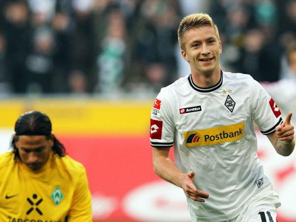 LOS CONQUISTARON. Con Claudio Pizarro en el campo de juego, Bremen cayó en su visita al Borussia Monchengladbach por 5 a 0. (AP)