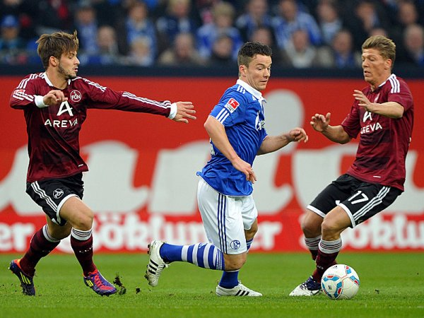 SIN ÉL, IGUAL VAN. A pesar de la lesión de Jefferson Farfán, Schalke goleó a Nurnberg por 4 a 0 teniendo como figura al holandés Klaas Jan Huntelaar. (AP)