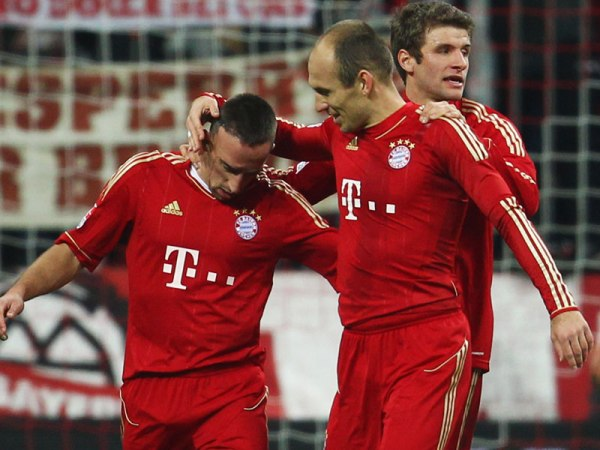 EL PIRATA Y SU BALLET. Franck Ribery fue, sin duda alguna, el mejor jugador del partido. Un gol suyo abrió la cuenta ante Weder Bremen. (Foto: AP)