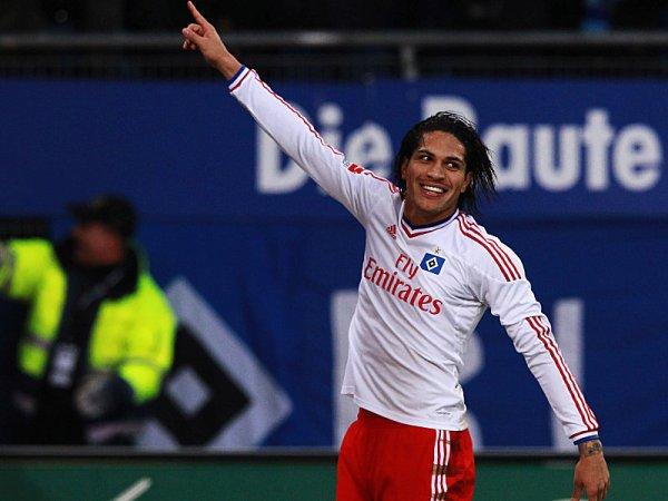 PAOGOL. José Paolo Guerrero dijo presente en el 2-0 de Hamburgo sobre Nuremberg. (Foto: AP)
