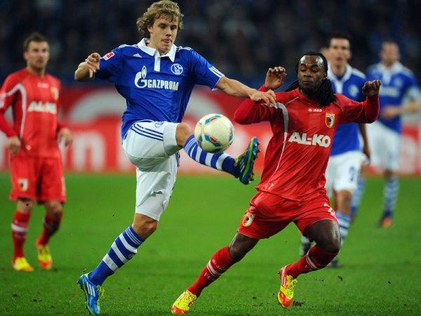 TRES POR TRES. Con goles de Huntelaar, Christian Fuchs y Raúl al débil Augsburg que descontó con tanto de Sascha Molders. (Foto: AP)