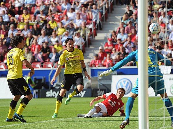 A DOMICILIO. Borussia Dortmund derrotó a Mainz 05 por un estrecho marcador, pues incluso consiguió voltearle el marcador. (Foto: AP )