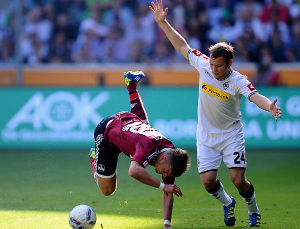 EL COMPLICADO. Borussia Monchengladbach derrotó por 1-0 a Nuremberg con un penal polémico que convirtió Filip Daems. (Foto: AP )