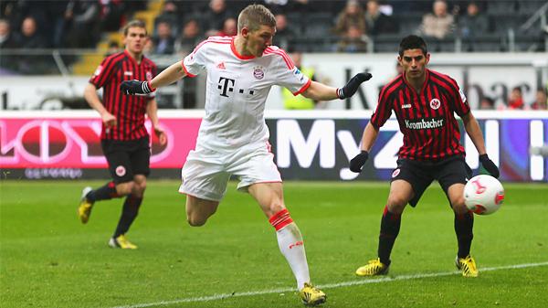 Bayern selló su título de visita ante el Eintracht Frankfurt con tanto de Bastian Schweinsteiger (Foto: bavarianfootballworks.com)