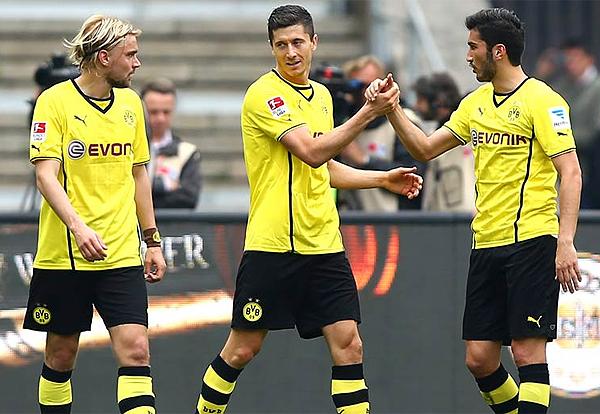 Cumpliendo con su deber aunque el equipo no haya rendido lo esperado, así acabó Robert Lewandowski su estancia en Dortmund (Foto: bundesliga.com)
