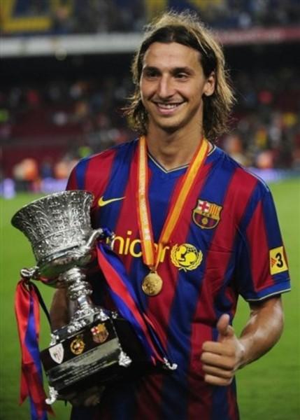 Ibrahimovic ya consiguió su primer título con el Barça sin haber debutado en la Liga (Foto: AP)