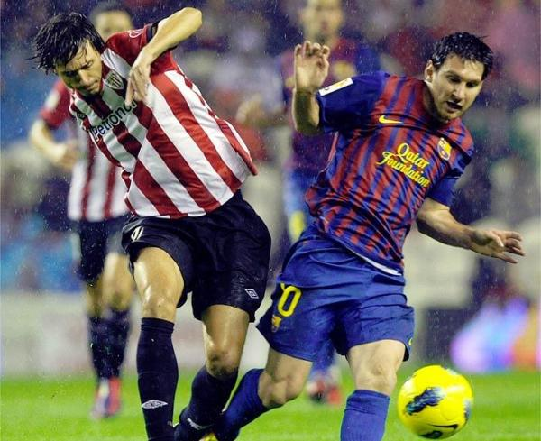 DEJARON TODO. Un gran encuentro se vivió en la 'Catedral' entre Athletic Club y Barcelona. El 2-2 final justificó el empeño de ambos elencos. (Foto: AP)