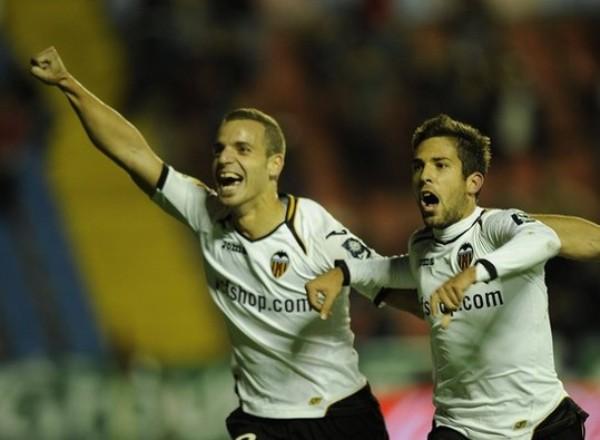 EL GOZO ES NUESTRO. En condición de visita, Valencia derrotó a Levante, que ya no muestra desde hace dos fechas su mejor juego. (Foto: AP)