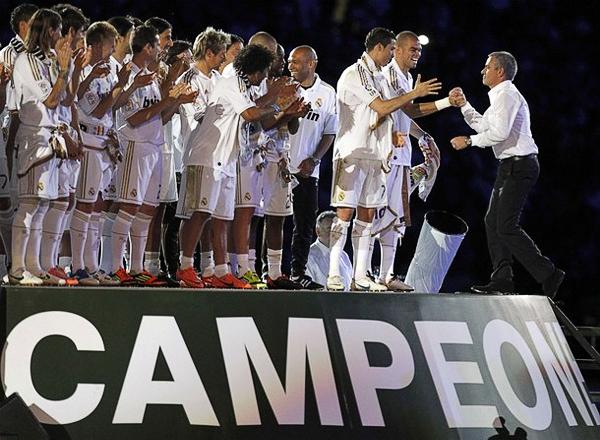 De la mano de José Mourinho, el club merengue pudo reconquistar un título que no lograba hacia cuatro temporadas (Foto: Reuters)