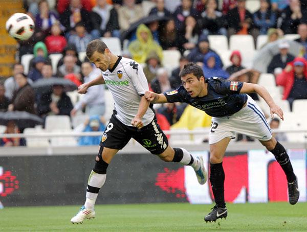 Distanciado por mucho de los dos grandes, el Valencia buscará hacer un buen papel en la Champions y ser el primero de