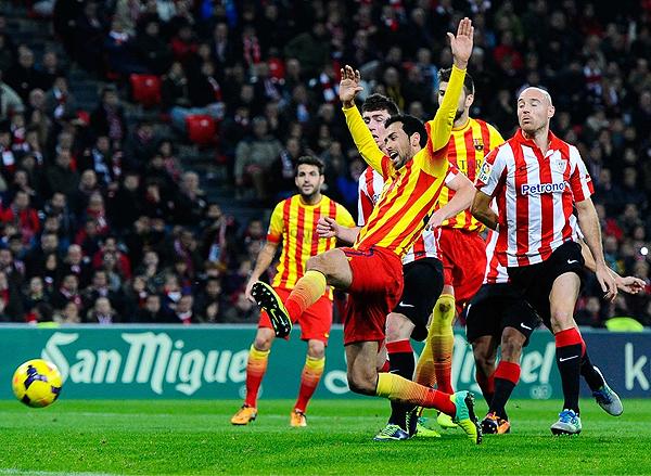 Sergio Busquets es parte del grupo que en Barcelona busca mantener al cuadro catalán en lo más alto del fútbol europeo pese a los cambios en el equipo (Foto: AFP)