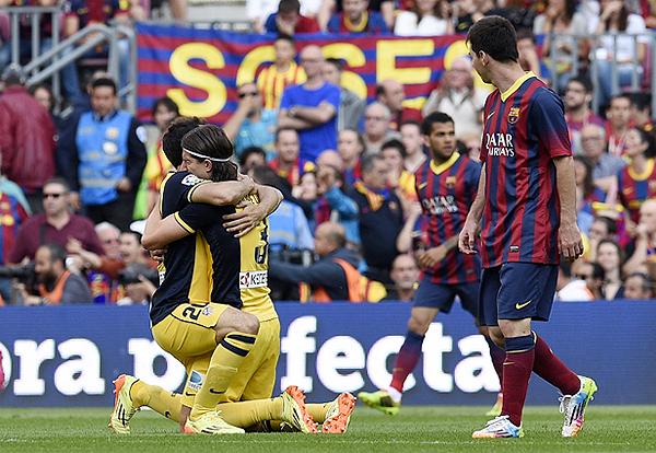 Atlético de Madrid se jugó una final en la última fecha ante Barcelona y en su estadio celebró un título esperado en tienda colchonera (Foto: Reuters)