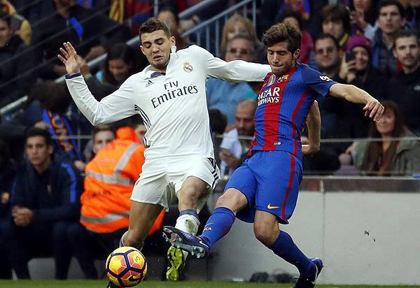 A Barcelona le costó salir de su campo sin Neymar en cancha. Por ello, jugadores como Sergi Roberto anduvieron más presionados. (Foto: EFE)