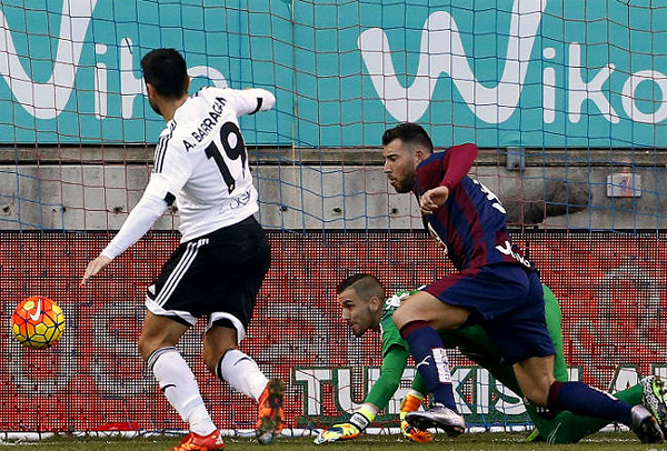 Eibar y Valencia tienen que dejar en el pasado las campañas de la temporada pasada. (Foto: diario AS)