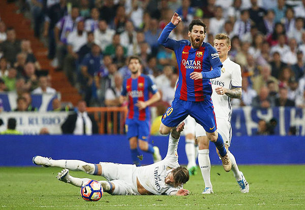 Una de las preguntas que reventaron las redes sociales: ¿Sergio Ramos mereció la tarjeta roja? (Foto: AFP)