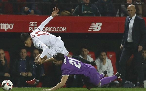 Sevilla, que cayó 3-0 en la Copa del Rey ante Real Madrid, le quitó el invicto al equipo de Zidane. (Foto: EFE)