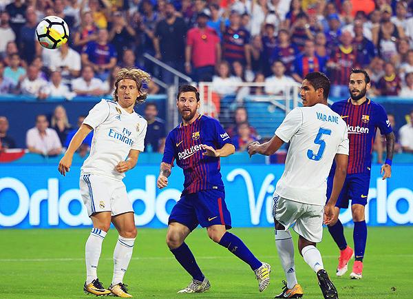 Los clásicos de España volverán a verse las caras, aunque la ventaja parece madridista. (Foto: Getty Images)