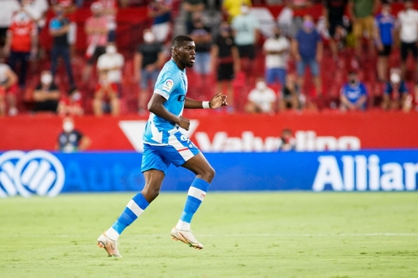 Nteka, referente ofensivo de las ilusiones del Rayo por volver auspiciosamente a la élite. (Foto: AFP)