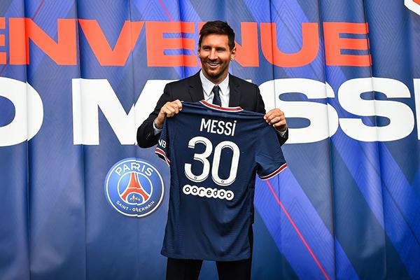 Messi llegó a París para alborotar al planeta fútbol. (Foto: AFP)