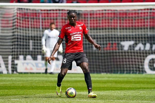 Sulemana aparece como nuevo baluarte de la medular del Rennes. (Foto: AFP)