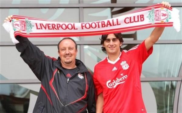 El italiano Aquilani es uno de los pocos refuerzos para el Liverpool de 'Rafa' Benítez esta temporada (Foto: AP)