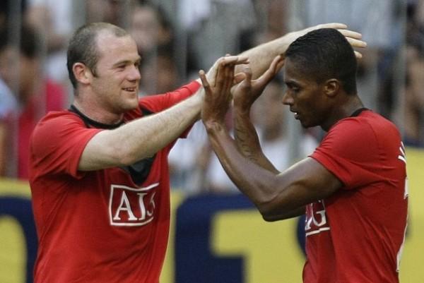 Wayne Rooney festeja ahora sus goles con el ecuatoriano Valencia, reciente contratación del Manchester United (Foto: Reuters)