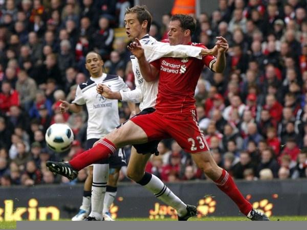 El Liverpool mantuvo su tendencia hacia abajo y no llegó a clasificar a ninguna competición europea. (Foto: AFP)