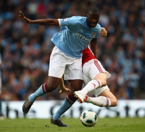 Touré Yaya llegó desde el Barcelona y cumplió su sueño de jugar al lado de su hermano Kolo. (Foto: AFP)