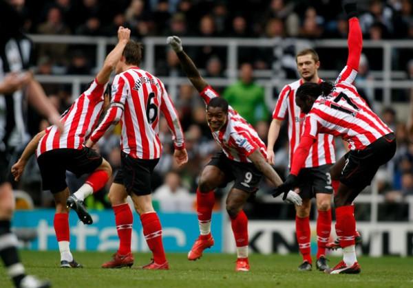 Sunderland planea ensayar más de un festejo extravagante con el aporte de los sudamericanos Riveros y Angeleri (Foto: totalfoot3.com)