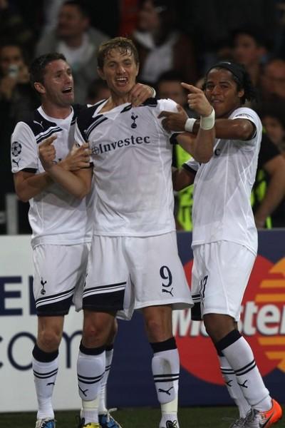 Robbie Keane, Roman Pavlyuchenko y Giovanni Dos Santos, los principales exponentes de un Totenham que juega en dos frentes (Foto: AFP)