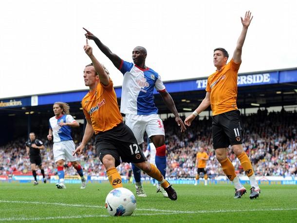 LEJOS DE CASA. Pese a que comenzó ganando, Blackburn se dejó remontar el marcador ante Wolverhampton. (Foto: AFP)