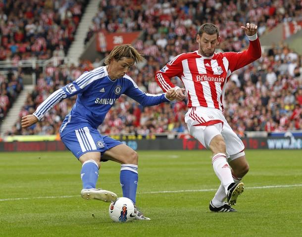 FUERA DE CÁLCULO.  El 'Niño' Torres sigue de malas en Chelsea: su equipo igualó sin abrir el marcador en su visita al Stoke City. (Foto: AFP)
